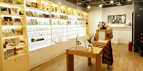 化妆品店营销方案,运用赠品引流客户!