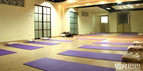 瑜伽馆的经营策略,免费练瑜伽,轻松赚大钱的商业模式!