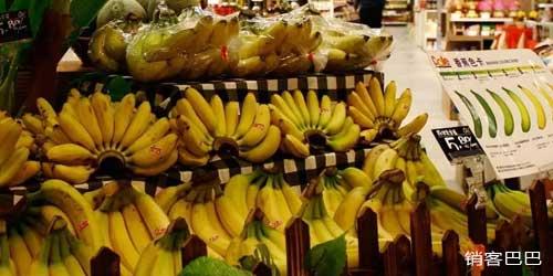 """香蕉怎样卖的快,水果店""""香蕉免费送"""",这是什么套路?"""